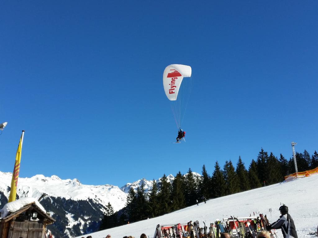 066_Paraglider