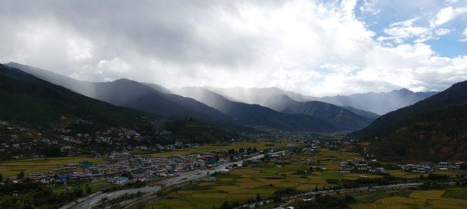 Tempel, Dzong und eine Brauerei in Paro